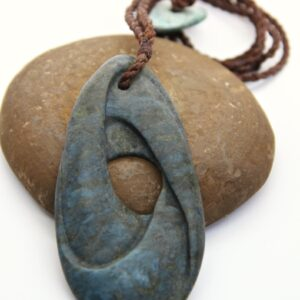 mobius, aotea, gemstone, stone pendant, jade, maori stone